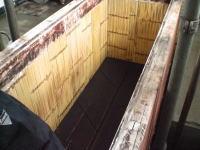 今では珍しい本当の木槽です。