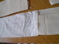 手作業で酒粕を取り出します。色白でとってもきれい!